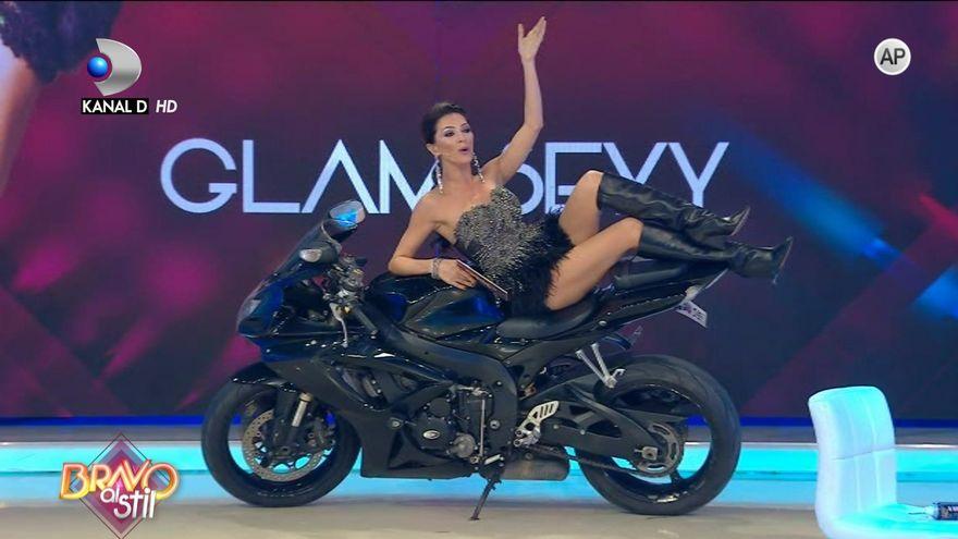 "In aceasta seara, de la 23:00, concurentele de la ""Bravo, ai stil!"" incing atmosfera la GALA SEXY GLAM!"