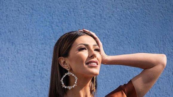 Schimbare  de look pentru Ilinca Vandici! Frumoasa prezentatoare NU mai arata asa! Va place cum ii sta?
