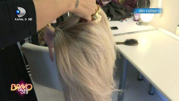 EXCLUSIV Raluca Badulescu si-a dat peruca jos, in culise! Uite cum arata, de fapt, parul ei natural!
