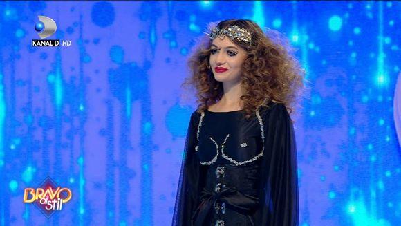 Cum s-a descurcat Raluca in gala ''Moulin Rouge'? ''Tinuta este...''