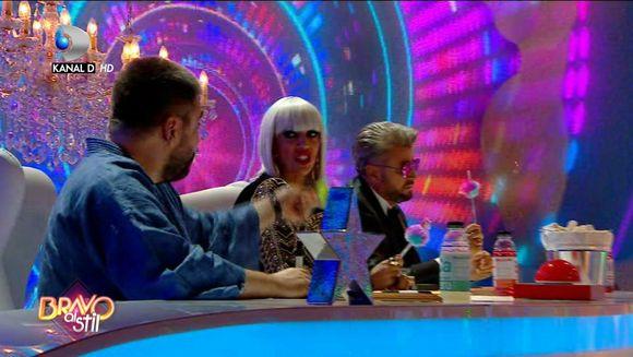 Raluca Badulescu, jenata sa opreasca momentul unei concurente: ''Mi-e rusine de oamenii astia care canta aici''