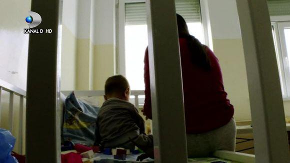 """Urmareste povestea romancelor care au devenit mame fara sa inceteze sa fie copii, intr-un reportaj socant, marca """"Asta-i Romania"""", duminica, de la ora 22:00, la Kanal D"""