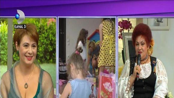 Elena Merisoreanu a dat in mintea copiilor, la aniversarea nepoatei sale! Artista isi adora nepoatele si este dispusa sa cheltuie toti banii pentru ele! Iata cum s-au distrat la petrecere Elena Merisoreanu si buna sa prietena Adriana Antoni, printre copii
