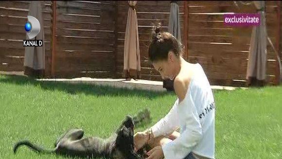 """Geanina Ilies nu mai concepe viata de familie fara micutul """"Han"""", cel mai rasfatat catelus! Iata cat de atasata este fosta stirista de cainele ei!"""