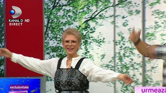 Teo, Bursucu si Cristina Mihaela au dansat pe melodiile Azur! Celebra formatie a facut show live, ca altadata in platoul Kanal D