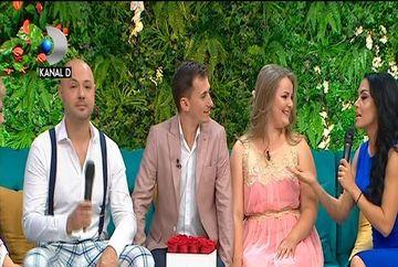 """Andreea Mantea si Mihai Mitoseru au fost la o nunta unde au jucat gaina si au dansat colacii! Cei doi prezentatori """"Se striga darul"""" au venit insotiti de mirii a caror nunta a fost de pomina!"""