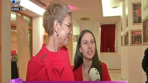 Teo Trandafir a primit trofeul pentru ''Excelenta in televiziune'', la ''Gala de excelenta Stela Popescu''