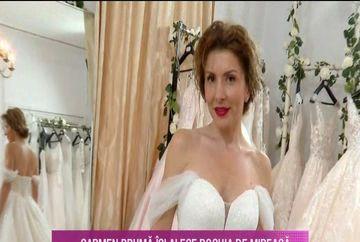 Dupa 20 de ani de relatie, Carmen Bruma a imbracat rochia de mireasa!