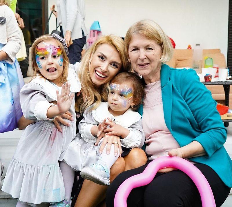 Andreea Bălan, mama și cele două fetițe