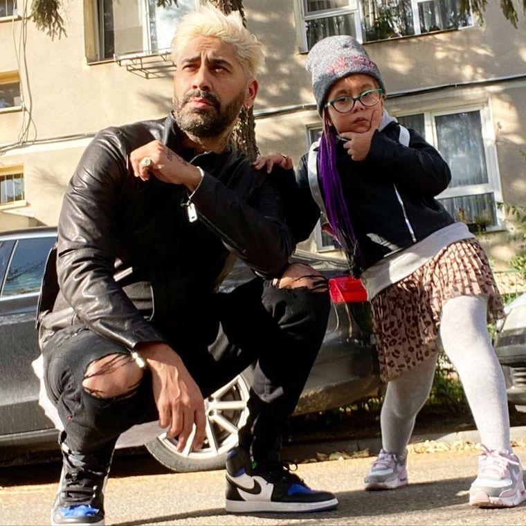 Connect-R și fiica lui, Maya