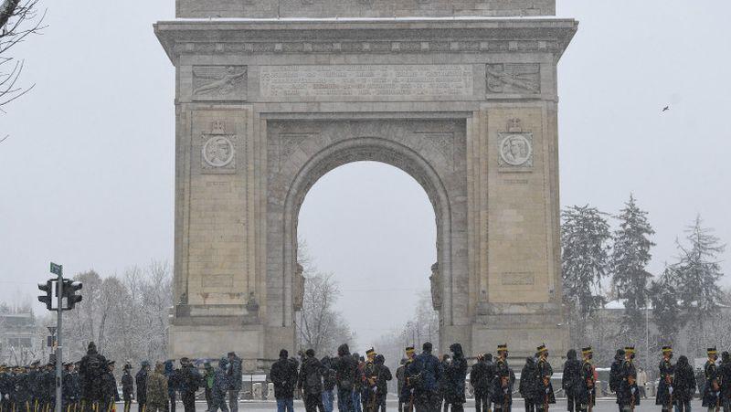 Ceremonie restrânsă la Arcul de Triumf