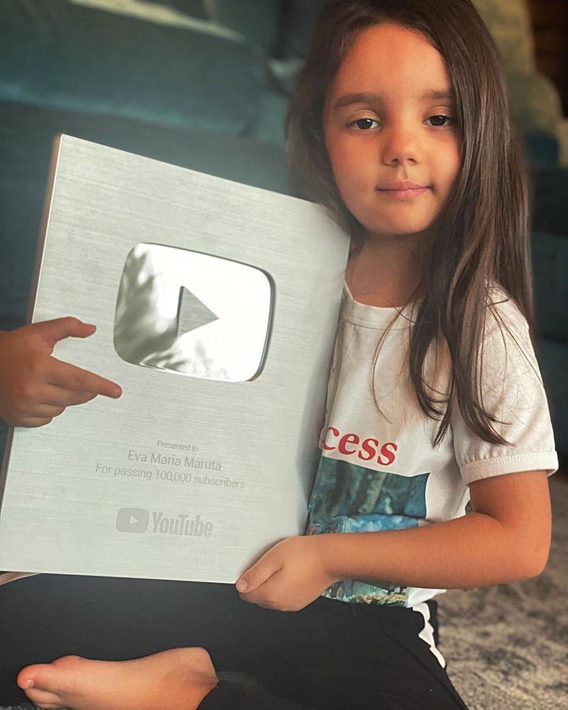 Reacția Evei Măruță când a primit butonul de la YouTube