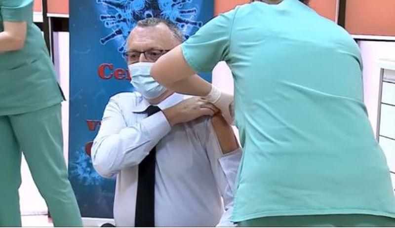 Sorin Cîmpeanu și-a făcut buzunar de vaccin