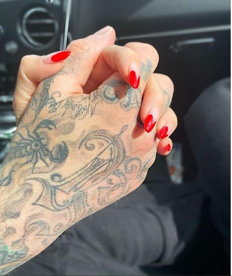 Kourtney Kardashian și-a oficializat relația cu Travis Barker
