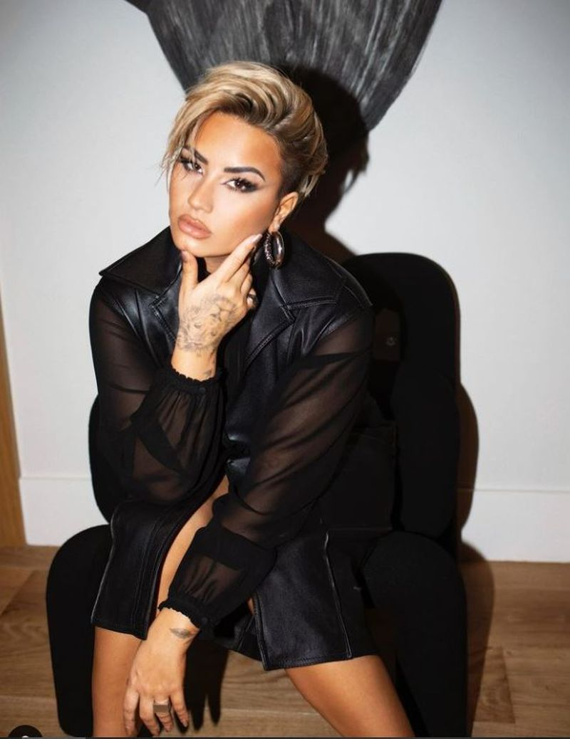 Demi Lovato - Dancing with the Devil