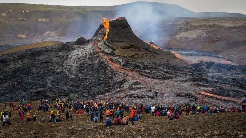 Ce vulcani activi mai există la ora asta în Europa