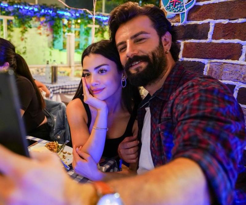 Özge Yağız și iubitul ei, Gökberk Demirci