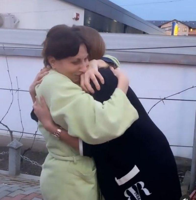 Iulia Vântur s-a întors acasă.