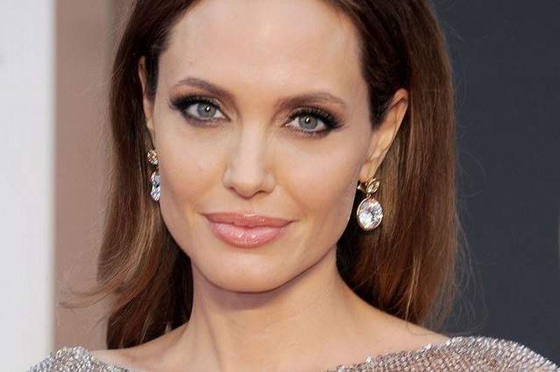 """Angelina Jolie, dezvăluiri inedite despre viața ei sentimentală: """"Sunt singură de mult timp"""""""