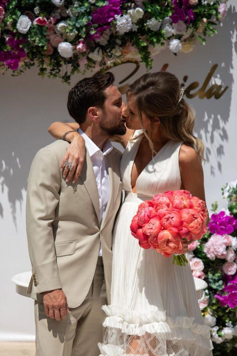 """Dani Oțil, primele declarații după căsătorie: """"Nu a fost o nuntă, a fost..."""""""