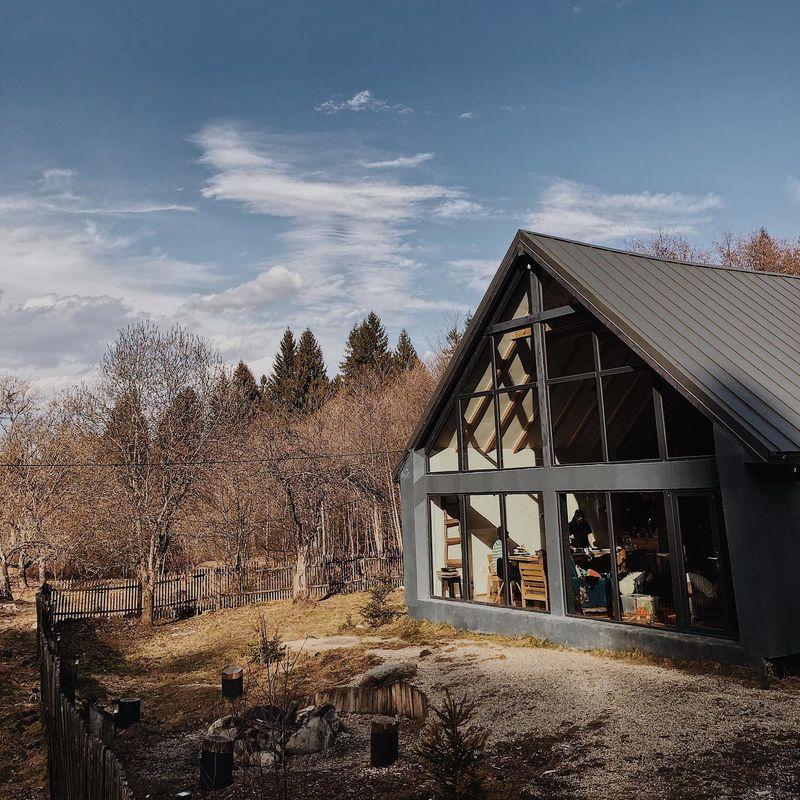 TOP 5 cele mai frumoase cabane de închiriat la munte