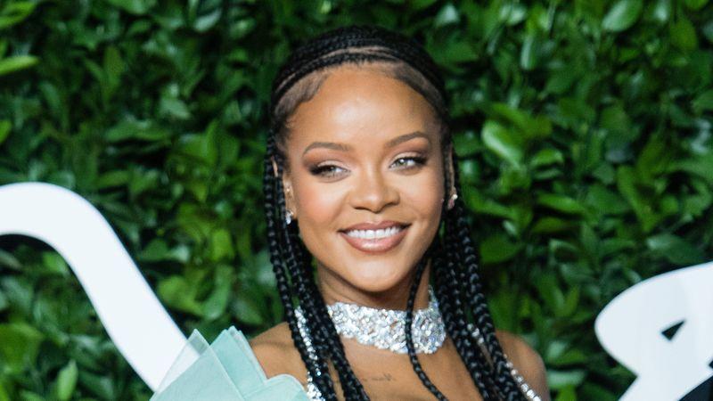 """WOW! Dovada că """"totul e posibil""""! Smiley și Rihanna, împreună la karaoke"""