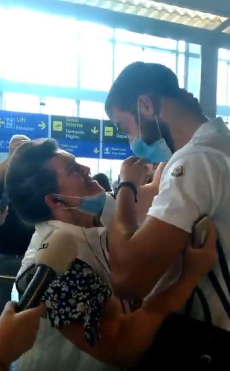 Culiță Sterp și Mama Geta, în lacrimi la aeroport! Faimosul a ajuns acasă în urmă cu puțin timp