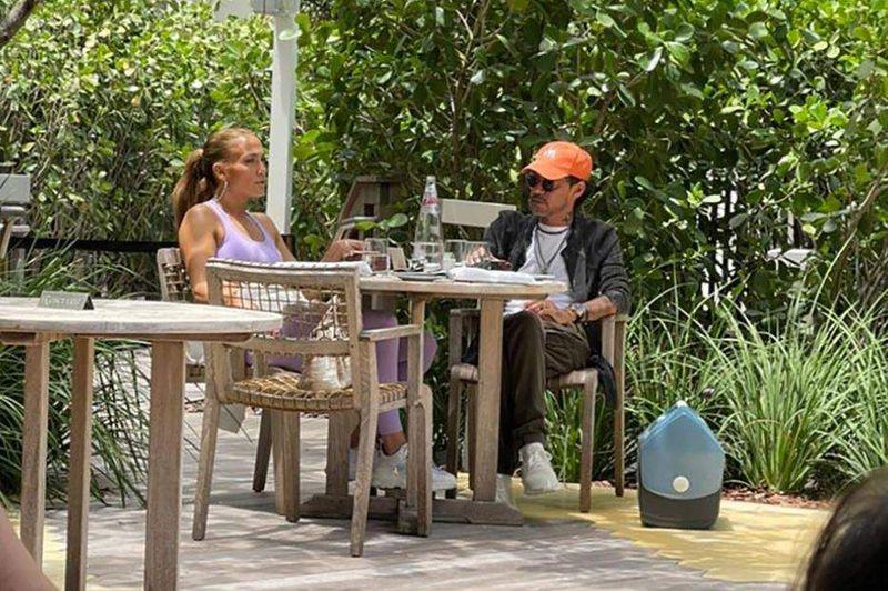 Jennifer Lopez, surprinsă în compania fostului soț, Marc Anthony