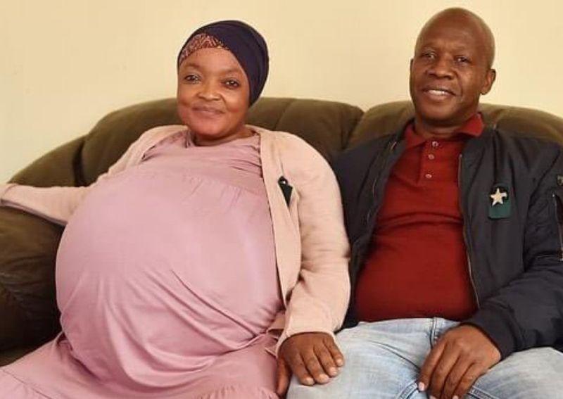 O femeie de 37 de ani a născut zece copii în aceeași zi