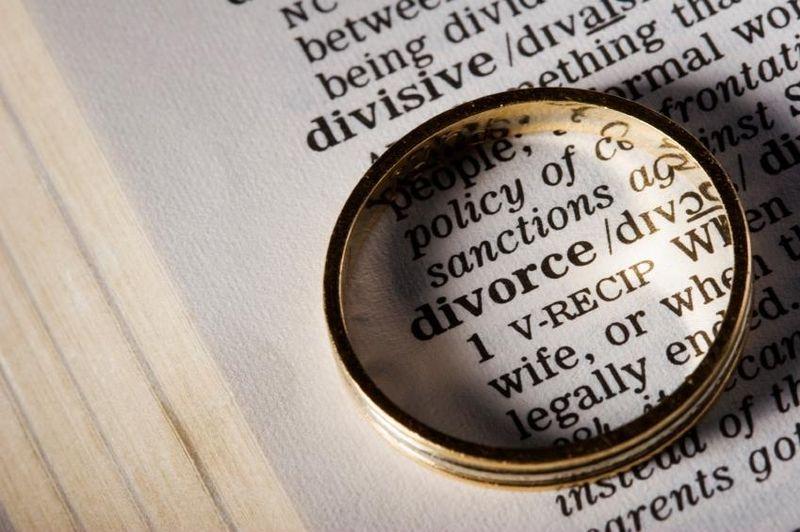Cum se realizează partajul la divorț și cum se calculează bunurile comune