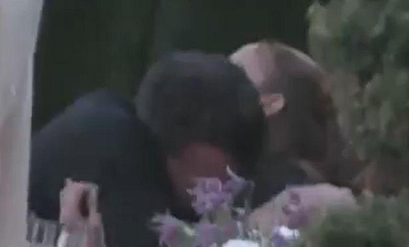 JLo și Ben Affleck, filmați în timp ce se sărutau c u foc într-un restarunat