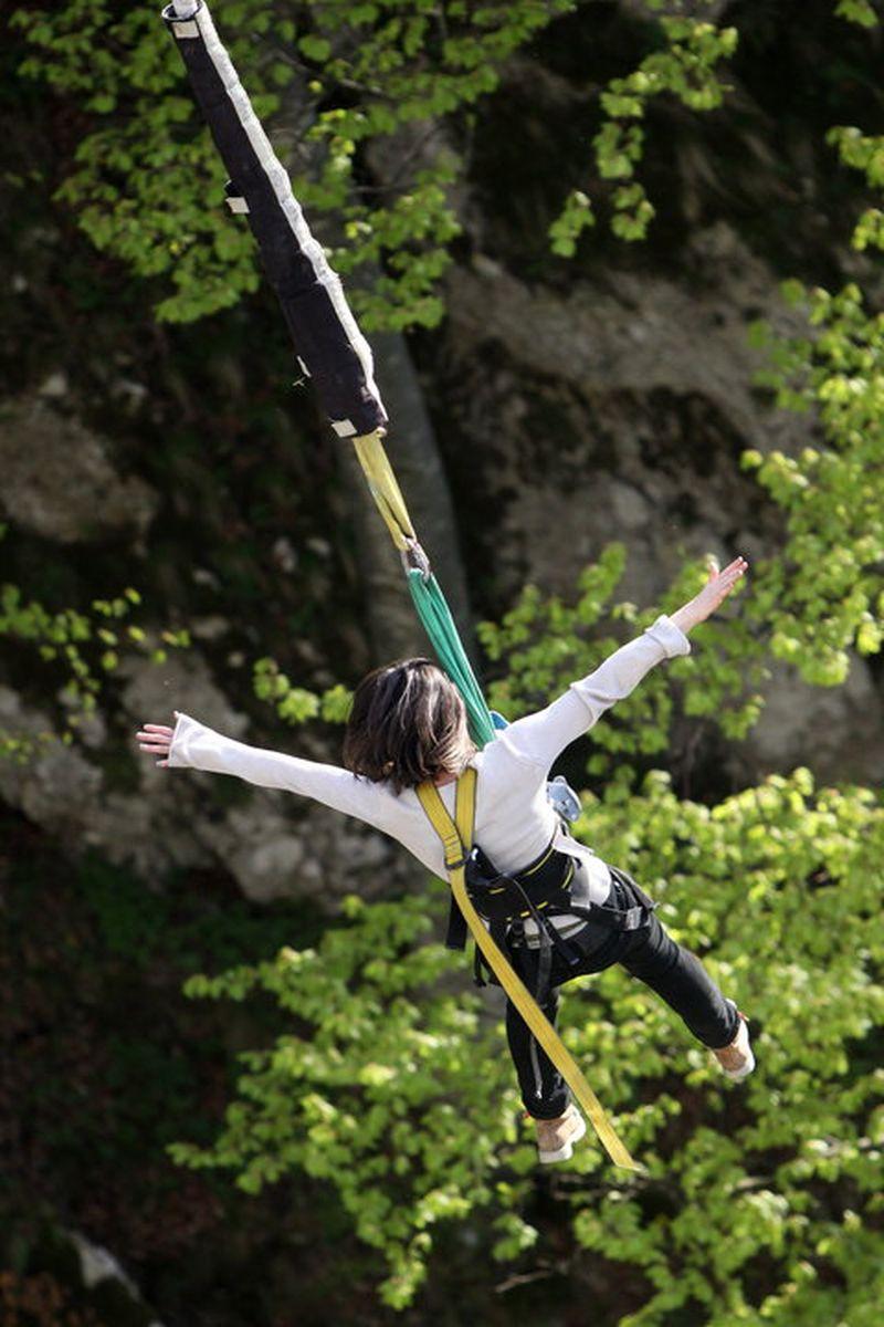 Unde poți face bungee jumping în România. TOP 3 locații