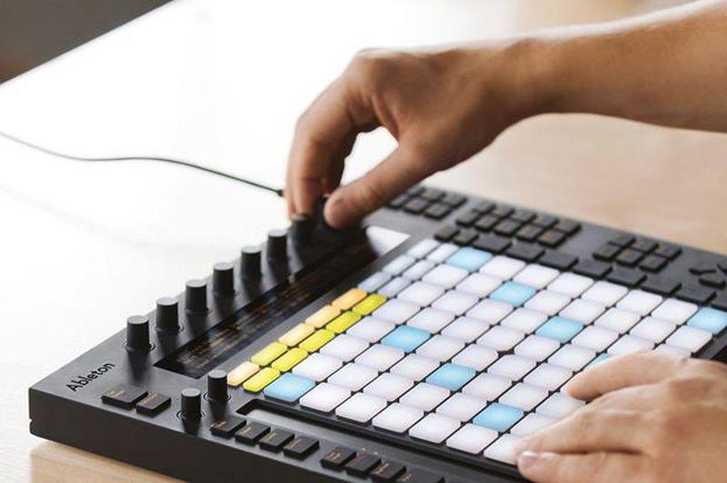 Care sunt cele mai folosite programe software prin care artiștii creează muzică