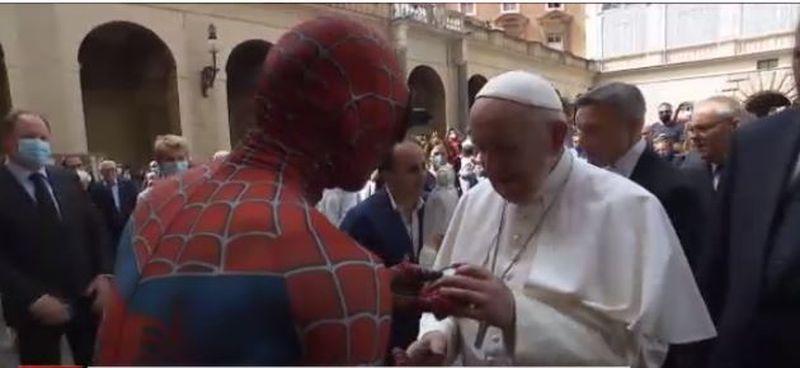 AUDIO Uzina de Dume! Spiderman, în primul rând la conferința Papei Francisc de la Vatican