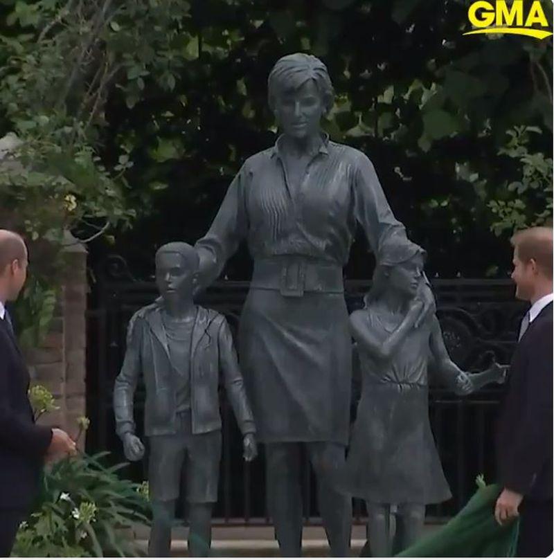 Statuia aniversară a Prințesei Diana a fost dezvelită. Primele imagini