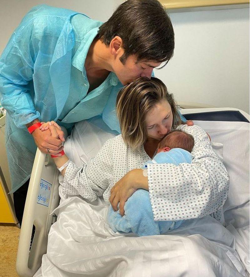"""Adela Popescu a născut! Primele imagini cu bebelușul: """"El face mai mult ca zece fetite"""""""