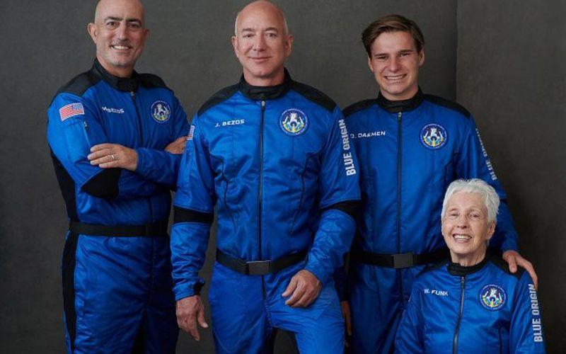 Jeff Bezos, cel mai bogat om din lume, se pregătește pentru călătoria supersonică la marginea spaţiului
