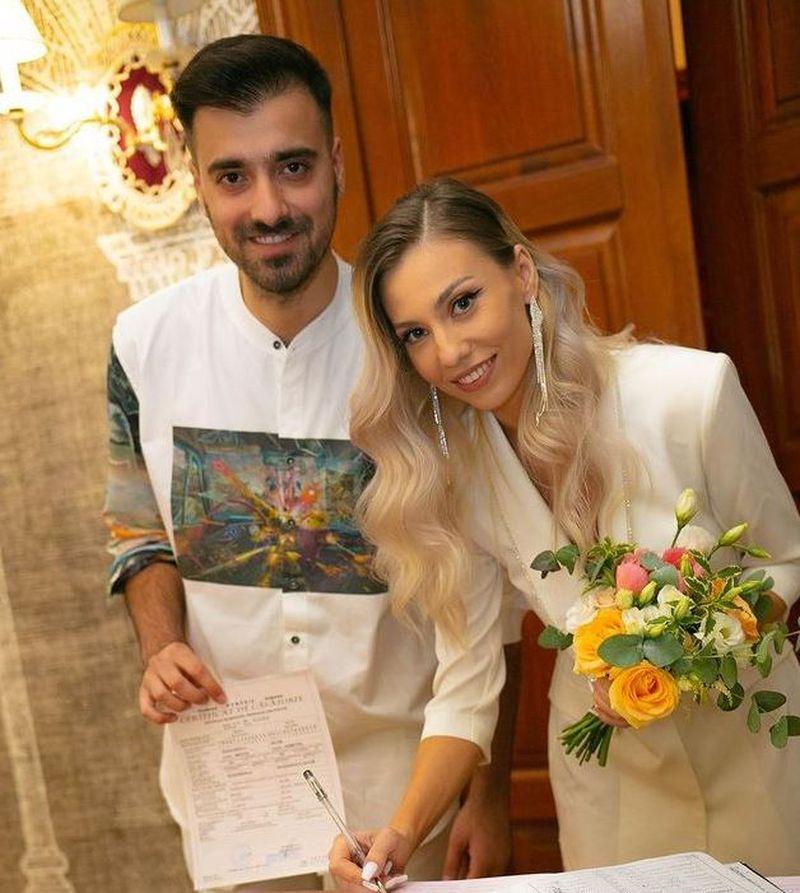 """Soția lui Liviu Teodorescu a ajuns la spital înainte de nuntă. Mesajul transmis de artist: """"Trimiteţi şi voi gânduri bune, ca până la nuntă să se vindece"""""""