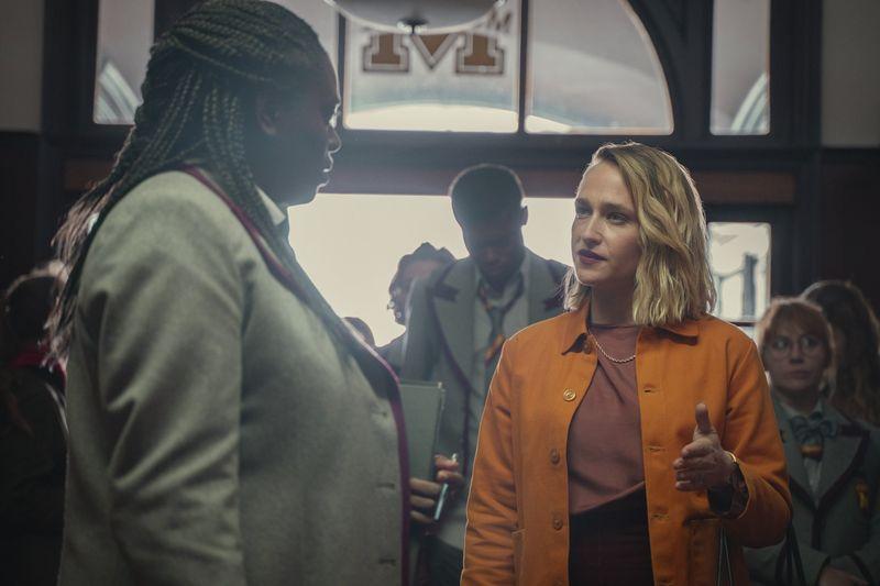 """Au apărut primele imagini din sezonul 3 al serialului """" Sex Education"""""""