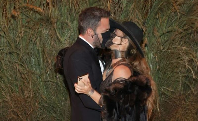 Jennifer Lopez și Ben Affleck, sărut pasionalla Met Gala 2021