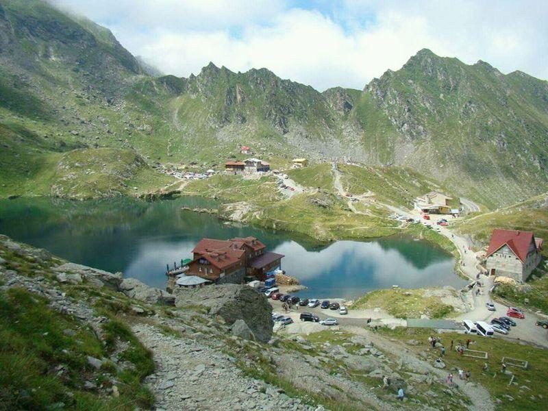 Ce obiective turistice se află pe traseul către Transfăgărășan