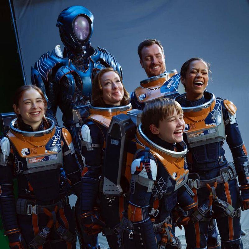 Când începe sezonul 3 din serialul Netflix, Lost in Space