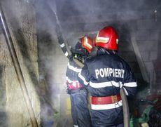 Incendiu la o școală dezafectată din județul Argeș: pompierii au intervenit de urgență
