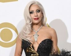 Incident PENIBIL - Lady Gaga a căzut de pe scenă în timpul unui show: 'Am crezut că a murit' / VIDEO