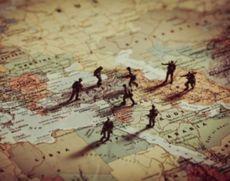 Situație INCENDIARĂ în Orientul Mijlociu -  Arabia Saudită 'vrea şi poate' răspunde la atacul cu drone din Yemen