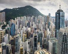 Cel puţin opt persoane au fost rănite după ce un tren a deraiat în Hong Kong