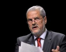 Adrian Năstase, despre situaţia politică: La Bucureşti, timpul să în loc. Orban încearcă să încropească Guvernul Cioloş 2