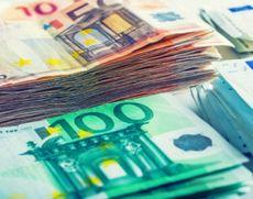 Două persoane sunt suspectate de falsificarea şi punerea în circulaţie de bancnote euro contrafăcute