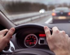 Oamenii de știință dau noi explicații despre accidente: De ce șoferii sunt neatenți când ascultă un anumit gen de muzică