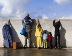 FABULOS Cum au încercat 10 migranți sirieni să plece, din Atena, cu avionul, în Elveția
